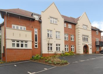 Thumbnail 2 bed flat to rent in Highcroft Road Hampshire, Winchester