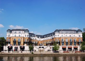 Thumbnail 2 bed flat to rent in Clarence Street, Staines