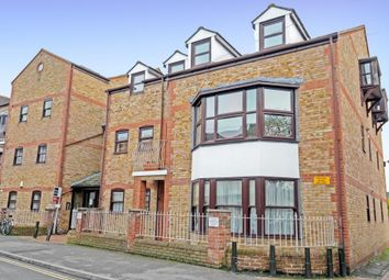 Thumbnail 2 bed flat to rent in South Park Court, East Avenue