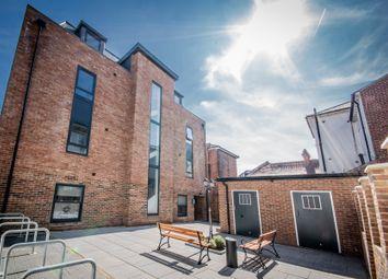 Thumbnail Flat to rent in Lansdowne Street, Southsea