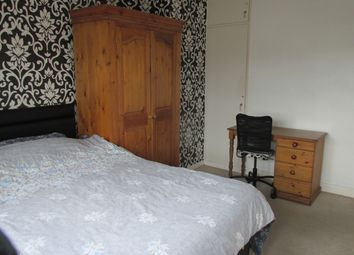 Thumbnail Room to rent in St. Peter's Street, London