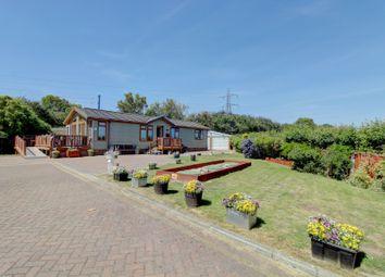 3 bed mobile/park home for sale in Chestnut Grove, Battlesbridge, Wickford SS11