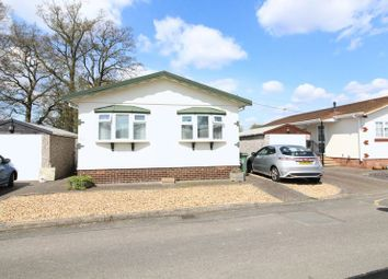 Thumbnail 2 bedroom mobile/park home for sale in The Grove, Woodside Park Homes, Woodside, Luton