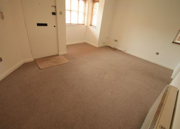 Thumbnail 1 bed flat to rent in Larkspur Gardens, Luton