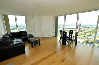3 bed flat to rent in Meesons Wharf, High Street, London E15
