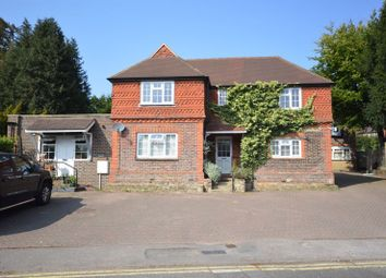 3 bed flat to rent in Liphook Road, Haslemere GU27