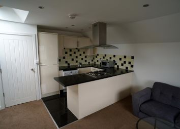 Thumbnail 2 bed flat to rent in 39 Prospect Street, Caversham, Reading