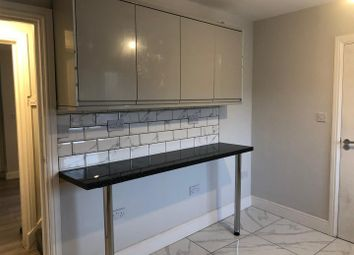 2 bed property to rent in Luton Road, Chatham ME4