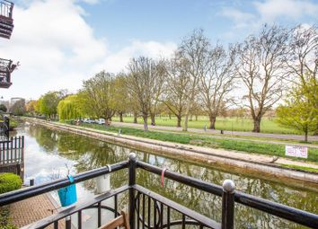 235 Old Ford Road, London E3. 2 bed flat for sale