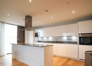 Thumbnail 3 bed flat to rent in Parkside, Cambridge