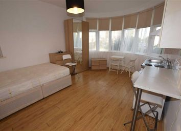Thumbnail Studio to rent in Golders Green Road, Golders Green, London