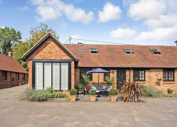 Straws Hadley Court, Wingrave, Aylesbury HP22. 2 bed barn conversion