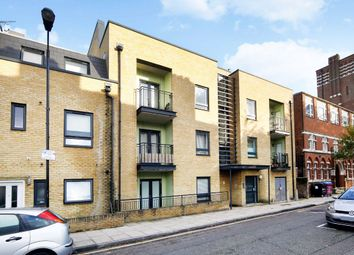 2 bed flat to rent in Sturry Street, London E14