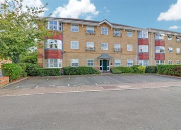 2 bed flat for sale in Wayletts, Leigh-On-Sea SS9
