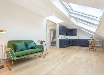 2 bed flat for sale in Devereux Road, London SW11