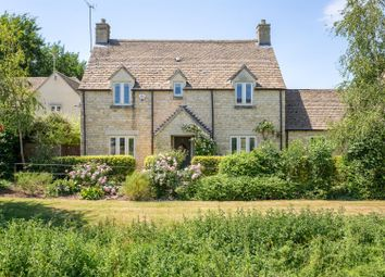 Thumbnail 4 bed property for sale in The Wern, Lechlade