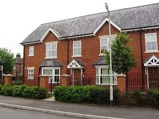 2 bed flat to rent in Park Lane, Thatcham RG18