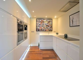 Thumbnail 2 bed flat to rent in Carlisle Place, London