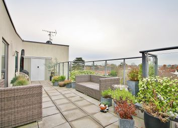 Bradfield Close, Woking GU22. 2 bed flat for sale