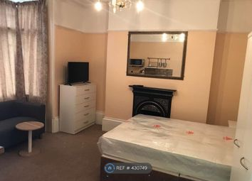 Thumbnail Room to rent in Elysium Terrace, Northampton