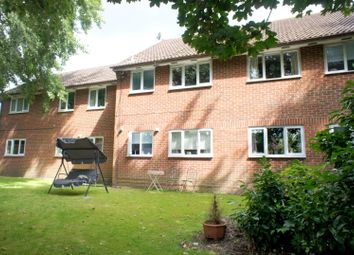 Thumbnail 1 bed flat to rent in Cambridge Road, Sandhurst