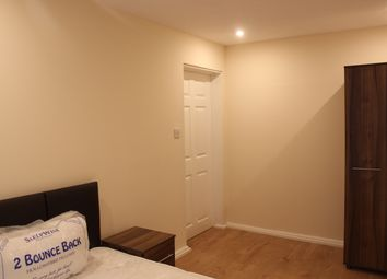 Thumbnail Room to rent in Lakeside Avenue, London