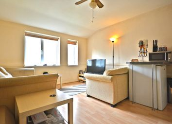 Thumbnail 1 bed flat to rent in Mount Pleasant, Bracknell