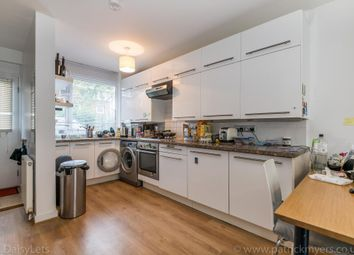2 bed maisonette to rent in Delverton Road, London SE17