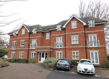 2 bed flat for sale in Bramshott Place, Fleet, Hampshire GU51