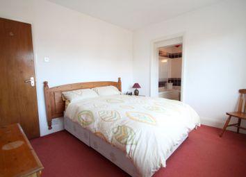 Thumbnail Studio to rent in Basing Way, Thames Ditton, Surbiton