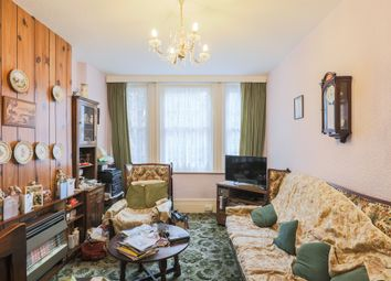 Thumbnail 1 bed flat for sale in Walnut Tree Walk, London