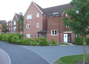 2 bed flat to rent in Outfield Crescent, Wokingham RG40