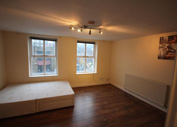 Thumbnail 3 bed flat to rent in Chapel Market, Angel, London