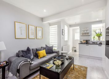 Thumbnail Flat for sale in De'arn Gardens, Mitcham