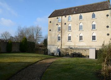 Thumbnail 2 bed flat to rent in Lake View, Calne