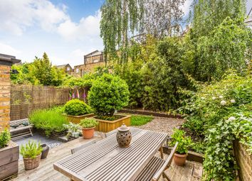2 bed flat for sale in Finsbury Park Road, London N4