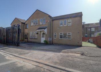 Intake Terrace, Fagley, Bradford BD2. 6 bed semi-detached house