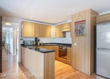 2 bed flat to rent in Sullivan Court, Earls Court Road, Earls Court SW5