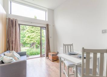 Thumbnail Studio to rent in Lee Close, Walthamstow
