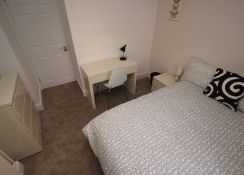 Thumbnail Room to rent in Bishops Road - Room 3, Reading