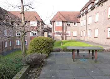Birnbeck Court, Finchley Road, London NW11. 2 bed flat