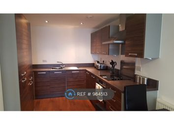 2 bed flat to rent in Homesdale Road, Bromley BR2