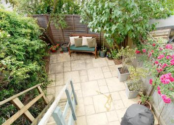 Thumbnail 2 bed flat to rent in Cargill Road, Earlsfield
