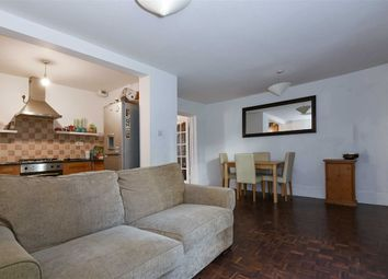 Thumbnail 1 bed flat to rent in Newington Green Road, London