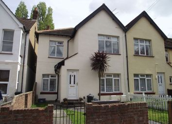 Thumbnail 2 bedroom flat for sale in Fleetwood Avenue, Westcliff-On-Sea