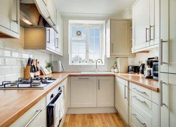 Clapham Park Road, Clapham, London SW4. 2 bed flat