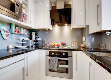 Stewart Street, Canary Wharf, London E14. 2 bed flat