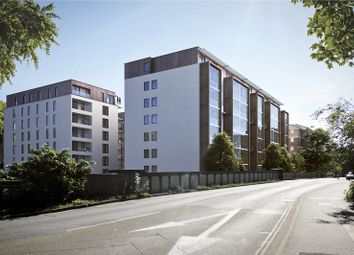 Farnborough Road, Farnborough, Hampshire GU14. 2 bed flat