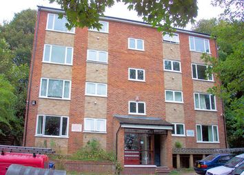 2 bed flat to rent in Crescent Rise, Luton, Beds LU2