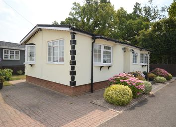 Thumbnail 2 bed mobile/park home for sale in Half Moon Lane, Pepperstock, Luton